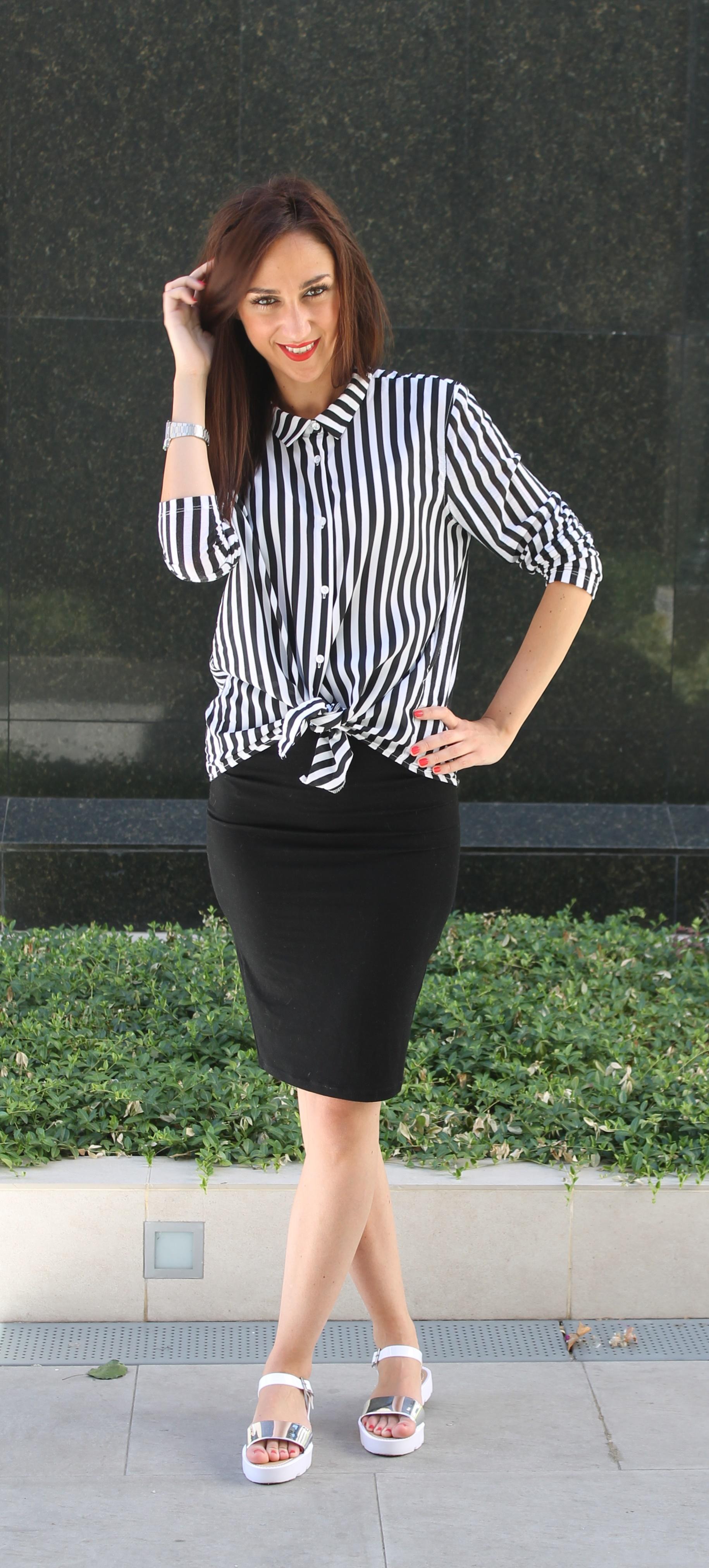 La falda llamada de tubo o lápiz es un clásico introducido por Christian  Dior en 1954 1270b9bdf036